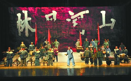 话剧《红旗渠》昨晚成功上演 观众反响强烈