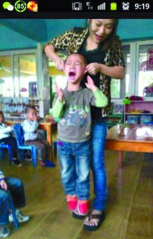 幼儿园老师带孩子